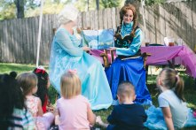 anna and elsa reading to kids
