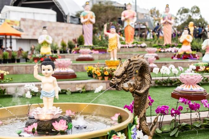 buddha prayer fountain and statues