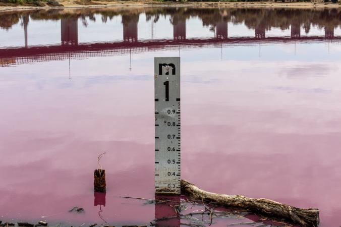 level at pink lake
